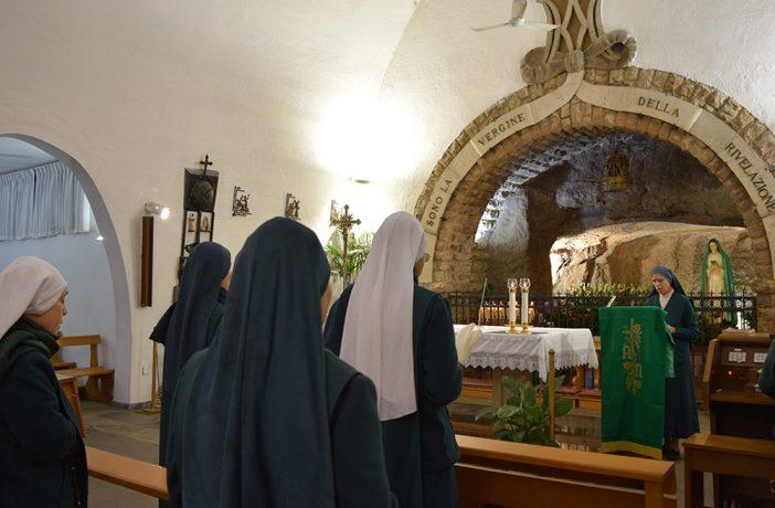 MDR-in-preghiera-alla-Grotta